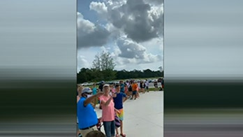 Hundreds line up as Houston area water park defies state orders