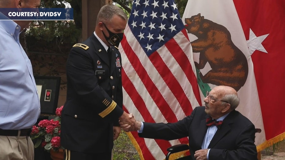 WWII vet receives bronze medal 75 years after it was awarded