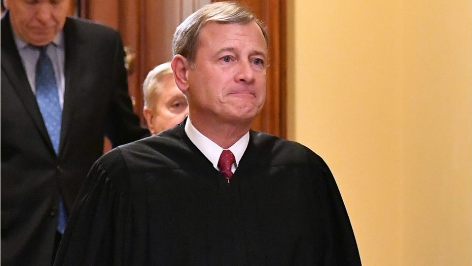 Chief Justice Roberts injured head in fall last month, was hospitalized