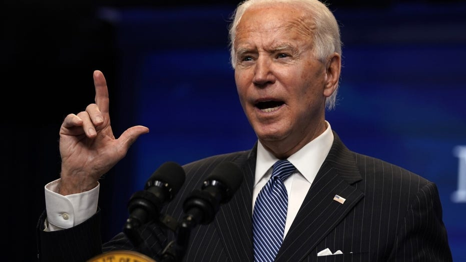 Media critic calls out Biden for taking questions from 'pre-approved list of reporters'