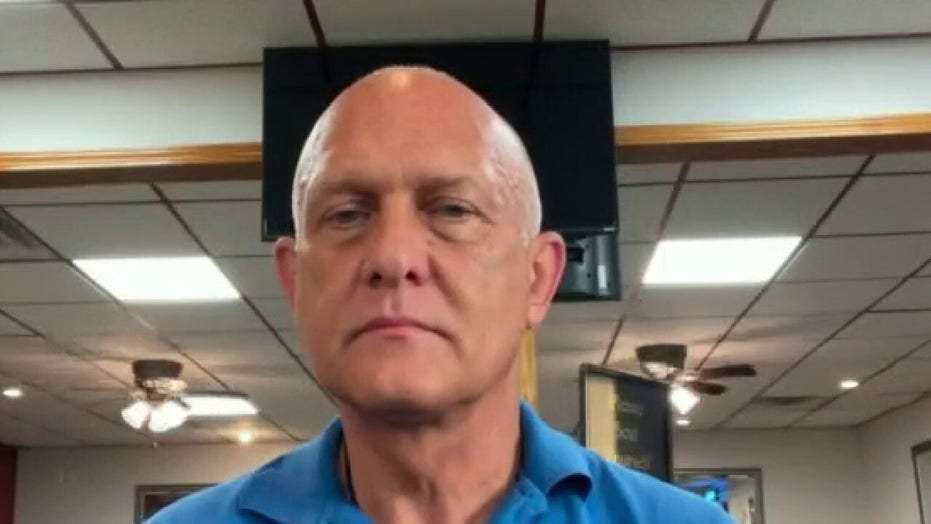 Michigan restaurant owner slams 'shocking' double standard after Gov. Whitmer goes maskless at bar