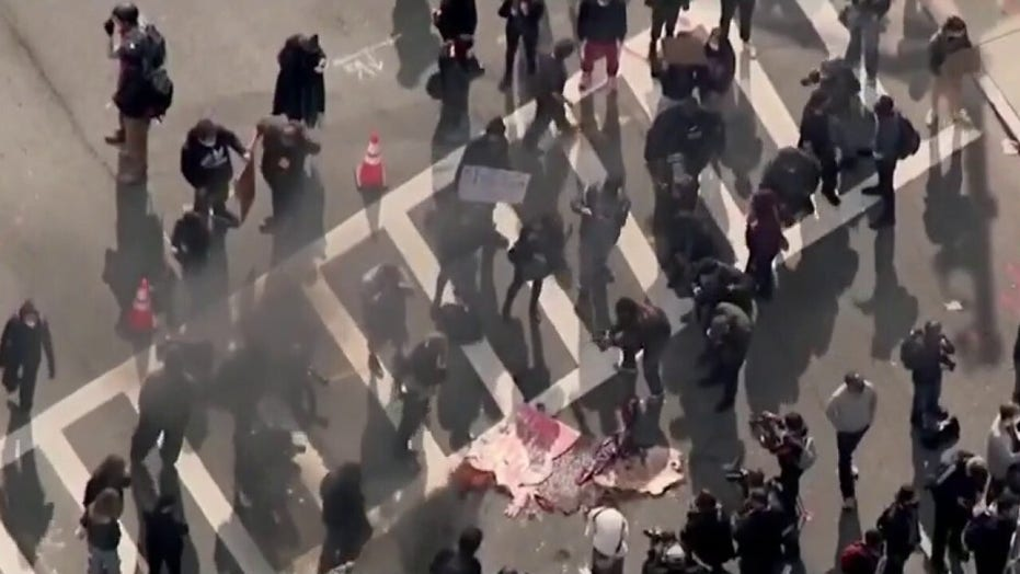 Left-wing, right-wing protest groups clash in major US cities