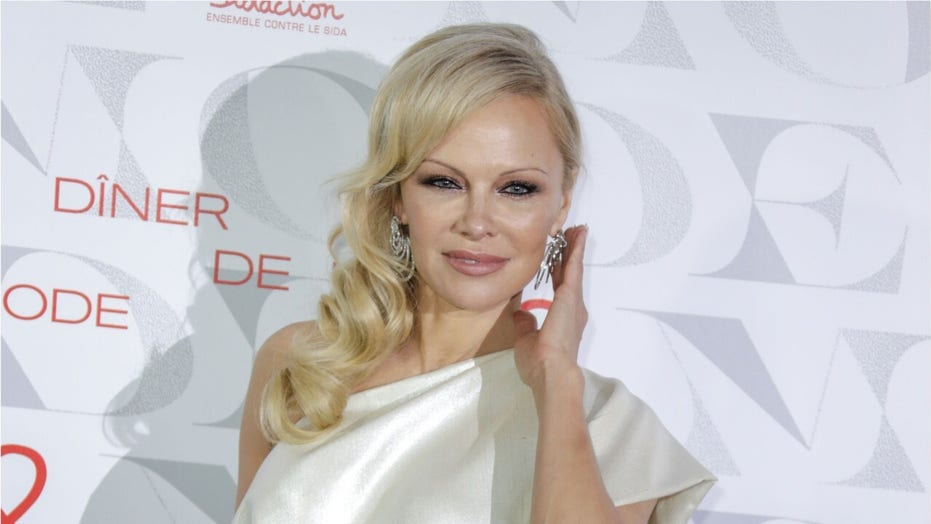 'Baywatch' star Pamela Anderson says vegans make better lovers: 'I'm fairly confident in that statement'