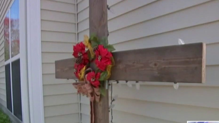 North Carolina HOA demands family remove cross from yard, explain connection with Christmas
