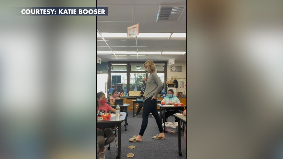 California teacher sings affirmations with third grade students