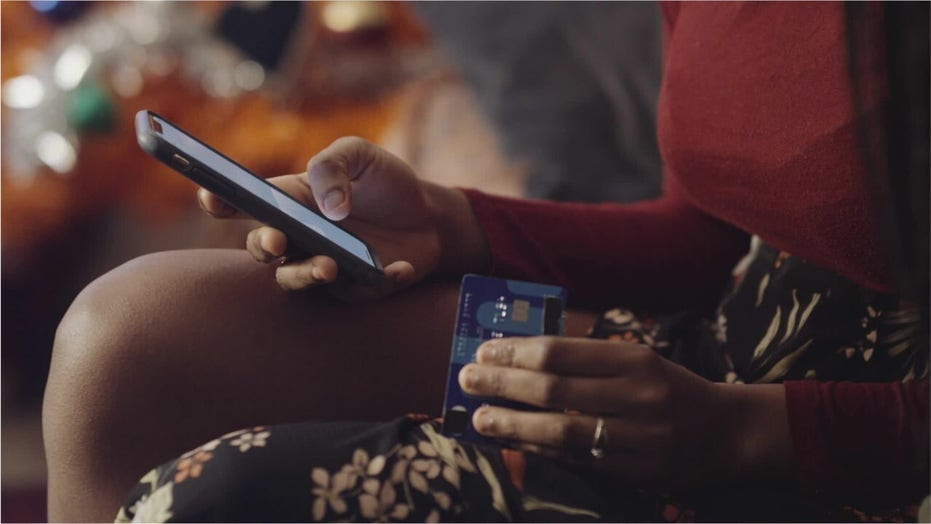 Your smartphone is really dirty: 5 disgusting habits to avoid