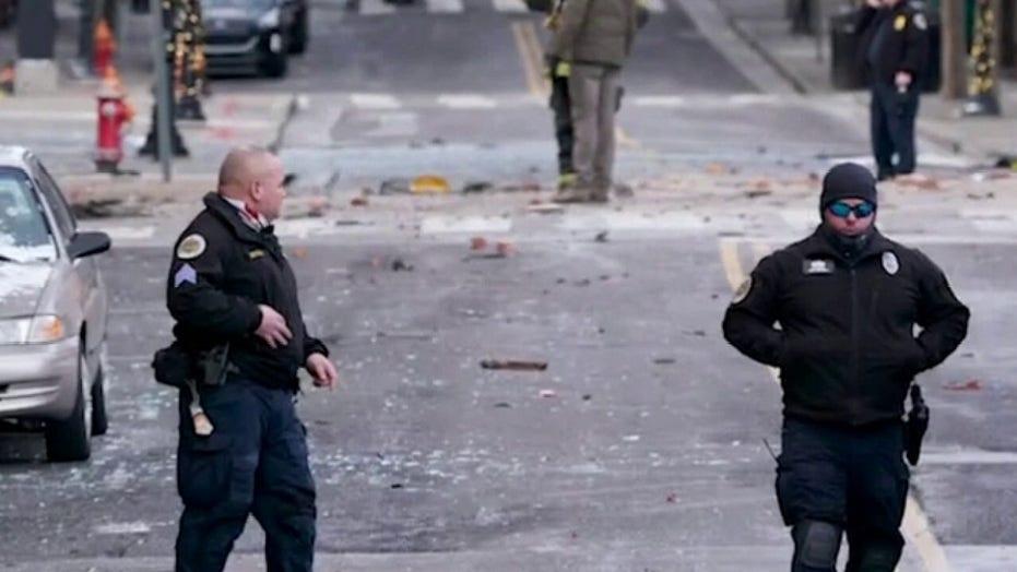 Regstreekse opdaterings: Nashville-polisie, FBI soek motief, 'n verdagte in ontploffing