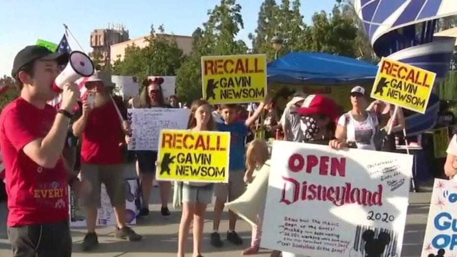 Newsom's guidelines make it 'next to impossible' for Disneyland to reopen: former Disney employee