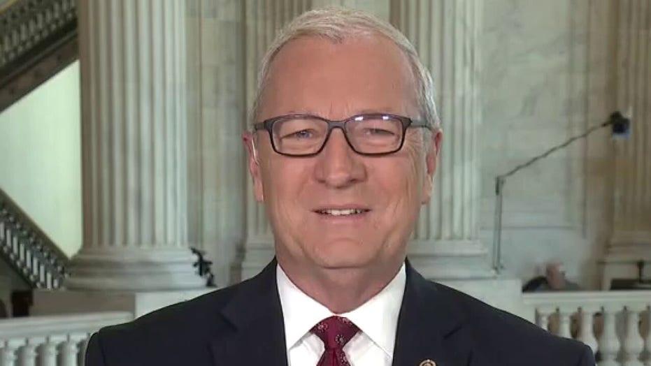 Bipartisan infrastructure bill: 19 GOP senators vote for $1T legislation