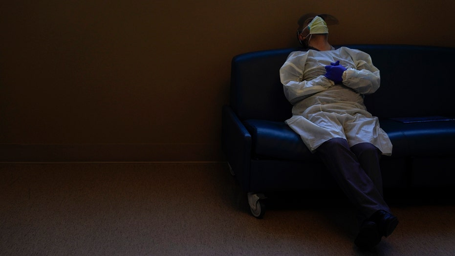 Virus magnifies solitude for the elderly at Christmas
