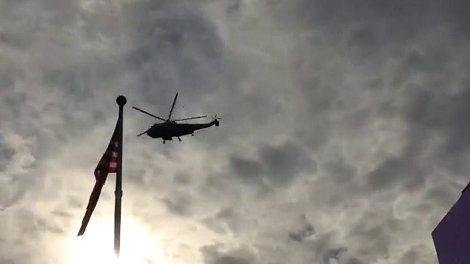 Marine One lifts off from White House, buzzes supporters' rally