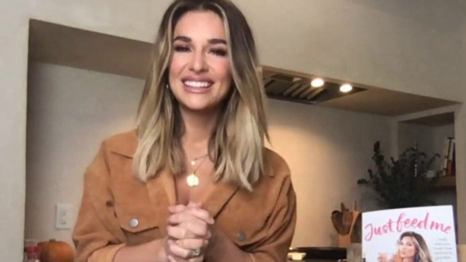Jessie James Decker dishes on debut cookbook 'Just Feed Me'