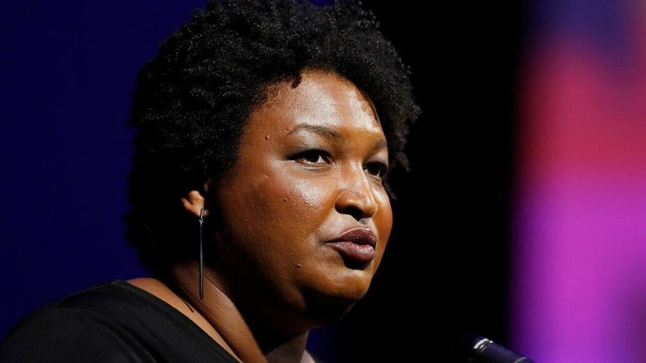 CNN pundit irks colleagues by pointing out hypocrisy between coverage of Stacey Abrams, 지우다
