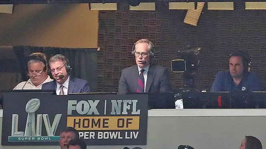Joe Buck offers to call play-by-play of fans' home videos for a good cause