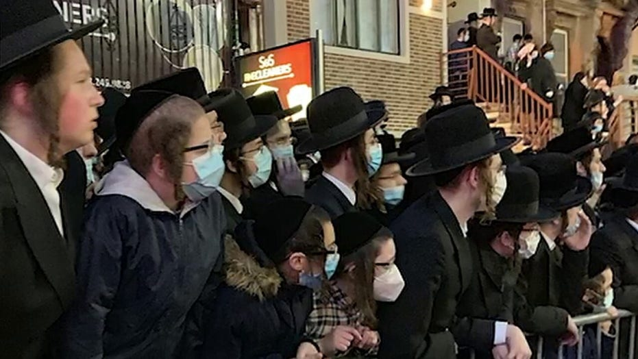 De Blasio under fire for message to Jewish community after NYC funeral gathering