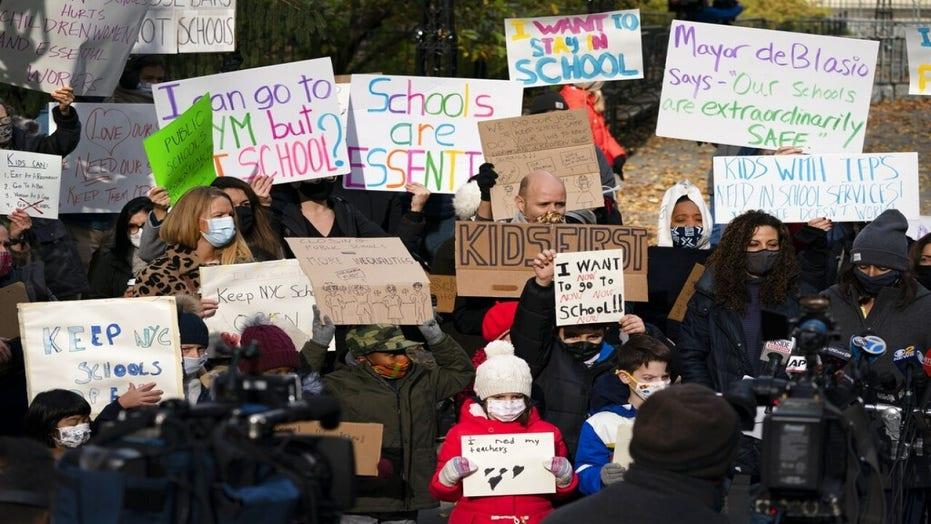 Martha MacCallum presses teachers' union head Weingarten on school closings: 'You're not listening to me'