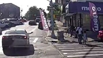 Video shows New York City dad fatally shot while crossing street with daughter