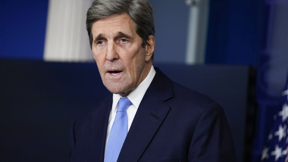 John Kerry family private jet emitted estimated 166 metric tons of carbon  over past year | Fox News