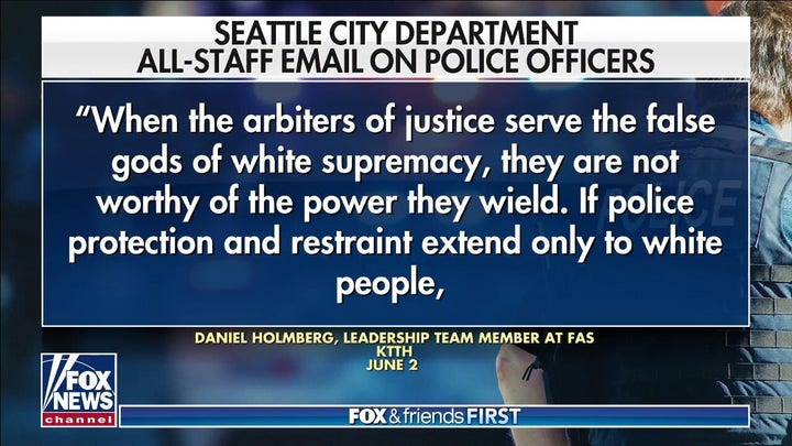 Seattle city staffer likens cops to racists: 보고서