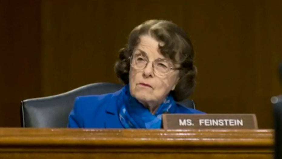 LA Times columnist urges Dianne Feinstein to resign