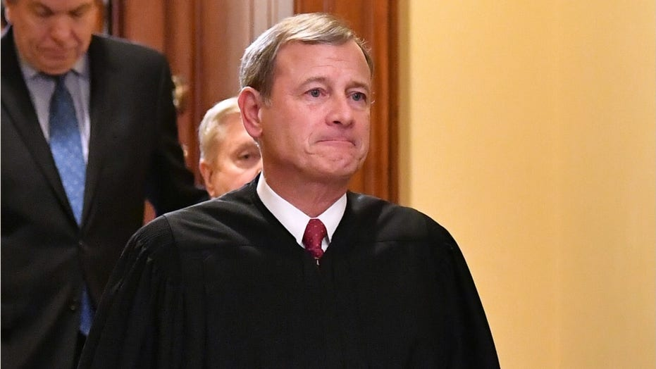 Roberts drifts away from conservative bloc
