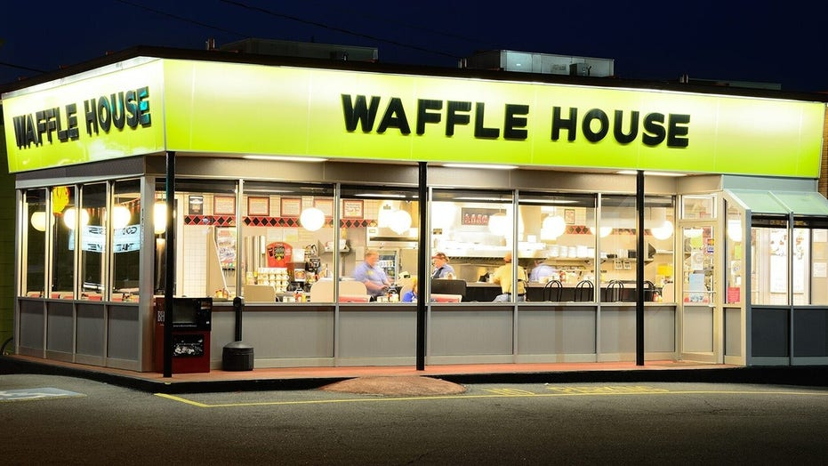 Waffle House customer tips server $  1G in surprise fundraiser