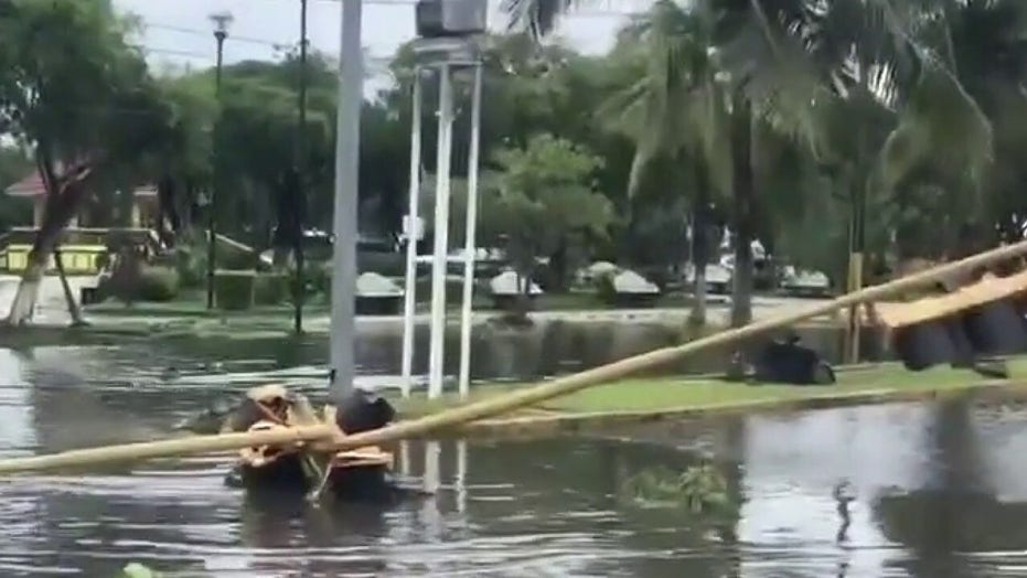 Hurricane Zeta 'strengthening,' expected landfall in Louisiana as Category 2 폭풍