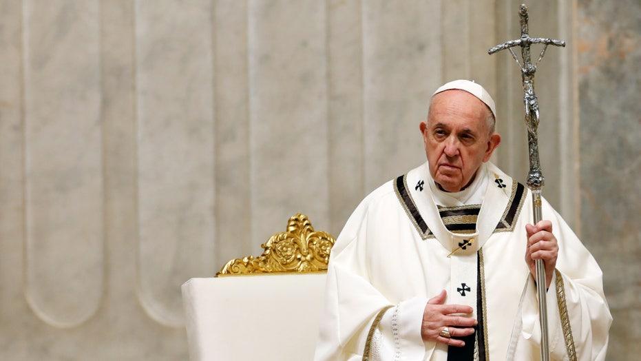 Pope Francis gives Urbi et Orbi blessing