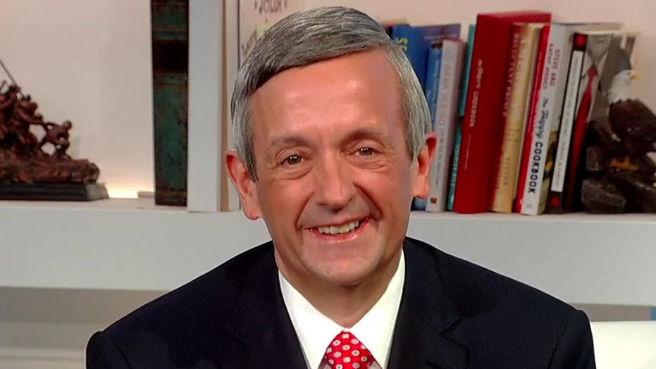 Pastor Robert Jeffress reacts to Trump ripping Romney, Pelosi for 'phony' faith remarks