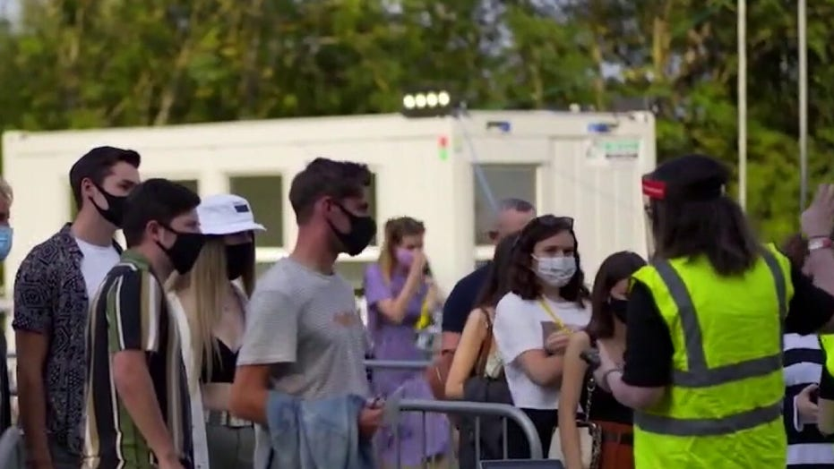 Socially-distanced concert held in England amid pandemic