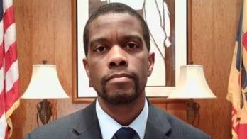 Sen. Klobuchar announces on Twitter Minnesota AG increasing charges against Derek Chauvin