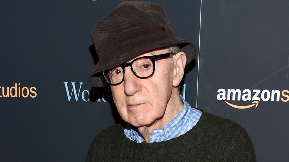 Publisher kills Woody Allen book