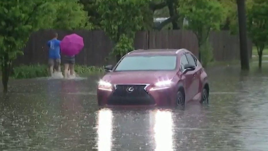 Heavy rains turn streets into rivers in Chicago