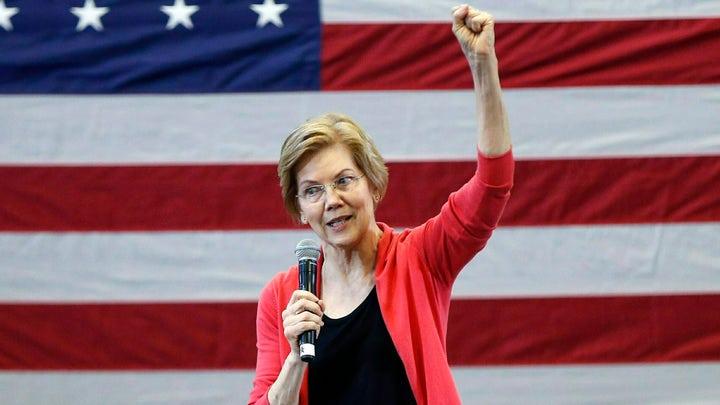 Elizabeth Warren deboards private plane in Iowa
