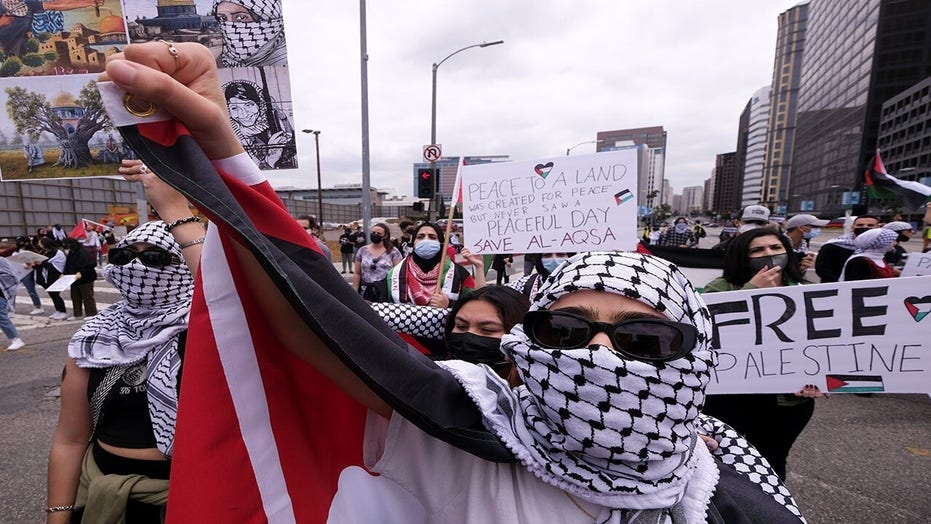 Pro-Palestinian protesters hurl anti-Semitic attack on Los Angeles diners