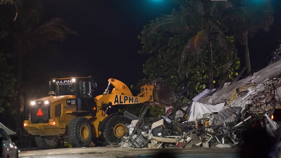 Florida woman with broken pelvis reportedly pulls daughter from rubble