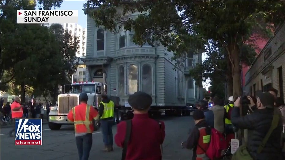 San Francisco home is rolled through city's streets to a new location