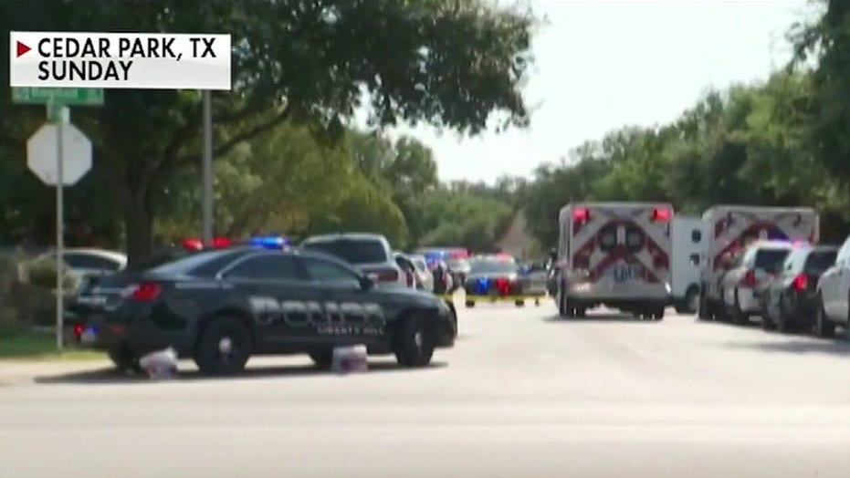 3 Texas officers injured in shootout, taken to hospital
