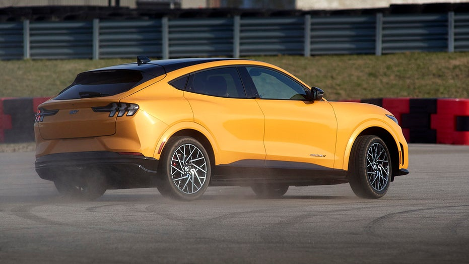 Electric Ford Mustang Mach-E GT's 270-mile range beats estimate