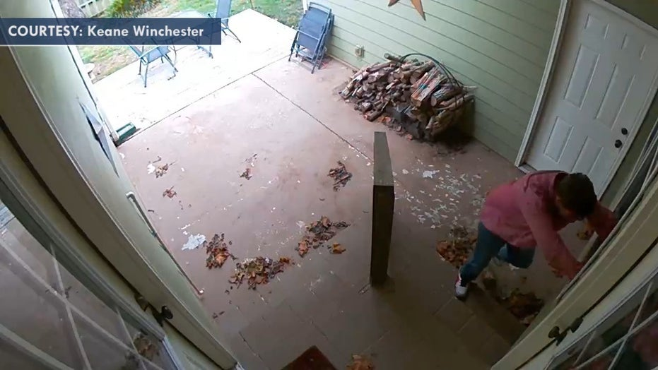 Tennessee mom barricades toddler in bathroom after man breaks through window, crawls into house