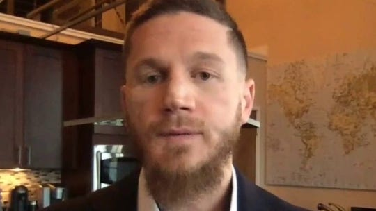 Youngest living Medal of Honor recipient gives advice on life's purpose
