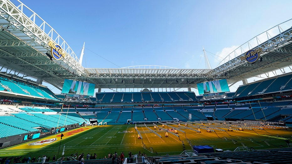 Players, fans, and the city of Miami get ready for Super Bowl LIV