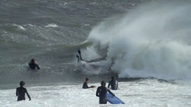 Massive waves in Australia draw surfers in Sydney, beachgoers run from 'freak wave'