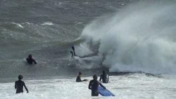 Massive waves in Australia draw surfers in Sydney, beachgoers run from 'freak wave'