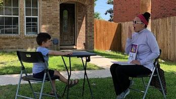 Texas preschool teacher surprises students with a backyard class