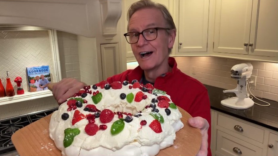 Steve Doocy: How to make our easy, festive holiday dessert wreath aka a 'Pavlova'