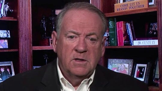 Huckabee calls for resignation of Austin mayor who urged constituents to stay home while in Cabo