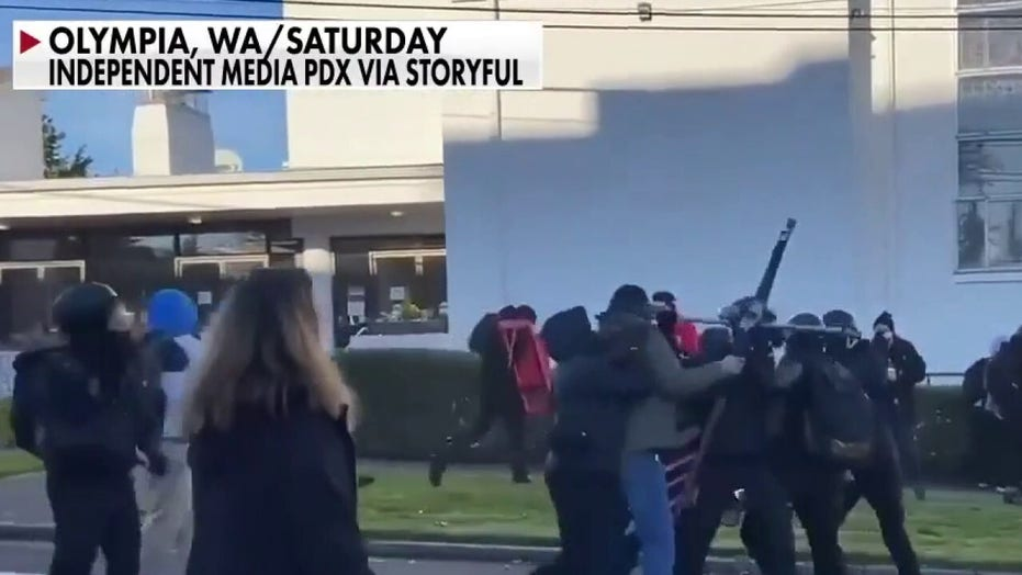 Violence erupts between Trump supporters, critics at Washington state protests