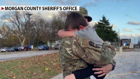 Military father Clint Thomas surprises family after Afghanistan deployment