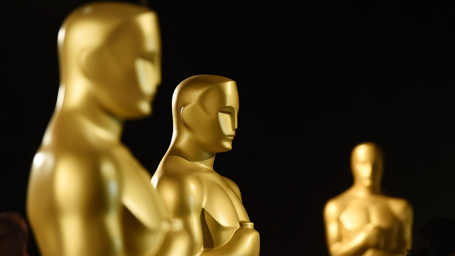 Hollywood lectures America on politics at Oscars